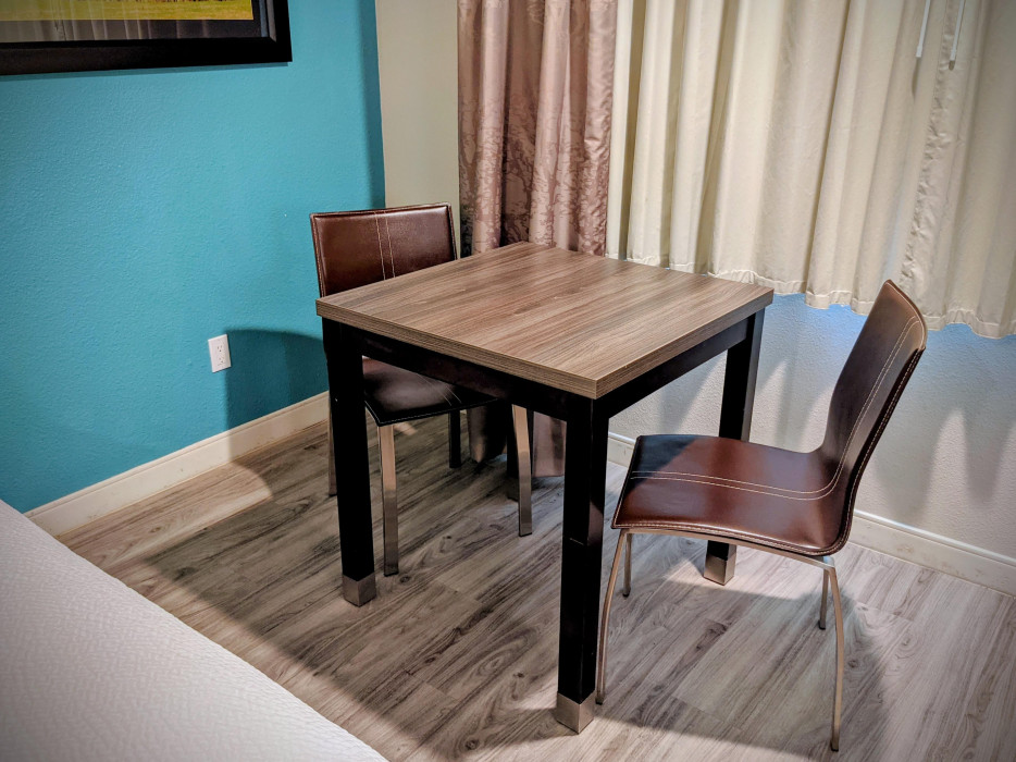 Yosemite Southgate - 2 Queen Standard Dining Table and Chairs