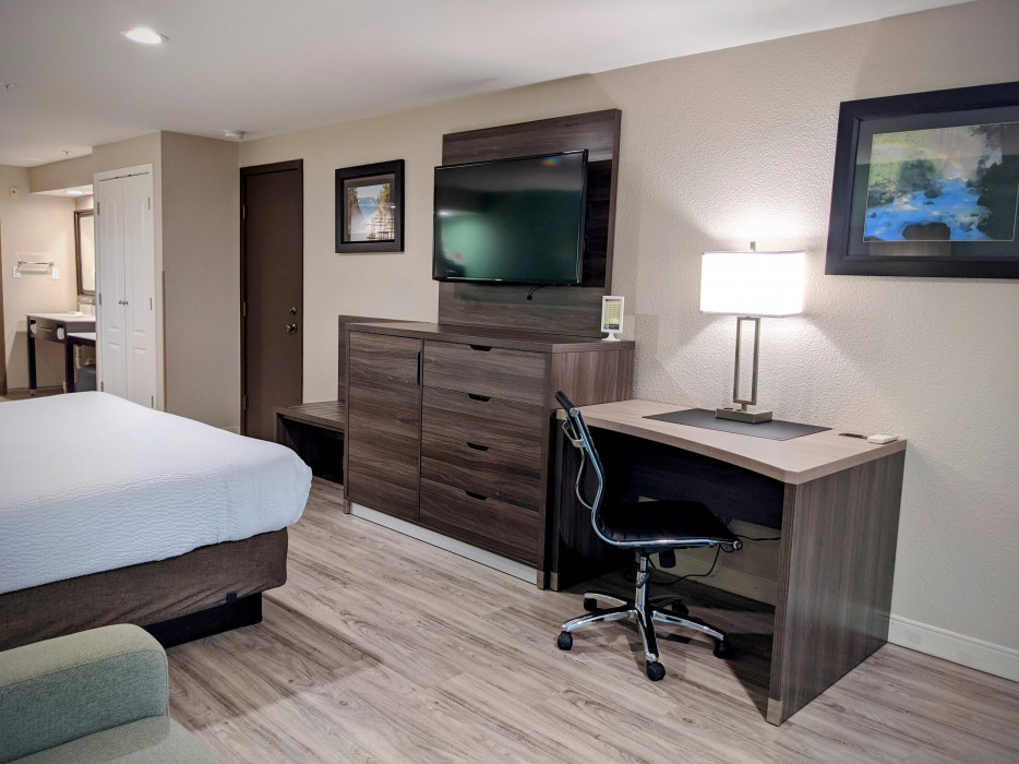 Yosemite Southgate - All Rooms Feature Desk with Work Chair