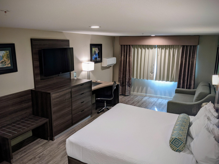 Yosemite Southgate - All Rooms Feature Large LED TVs
