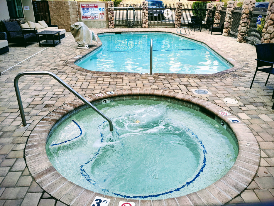 Yosemite Southgate - Enjoy Our Outdoor Hot Tub After a Long Day in Yosemite