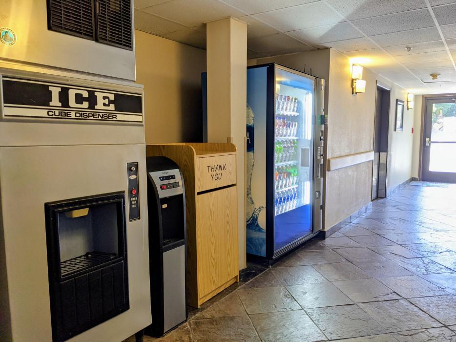 Yosemite Southgate - Ice Machine and Water Dispenser