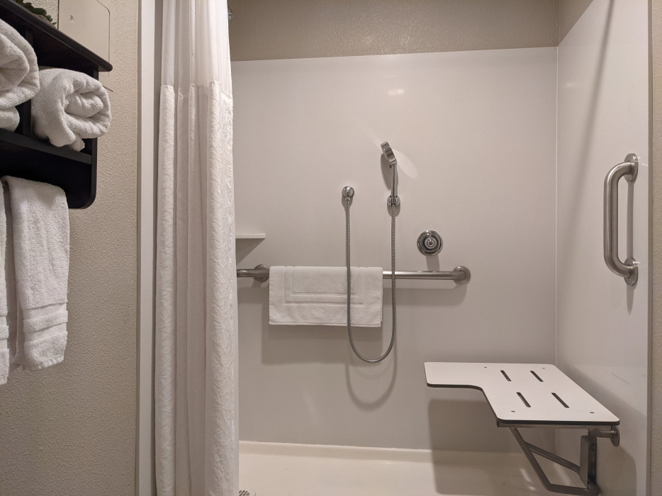 Yosemite Southgate - King Accessible Roll In Shower with Seat