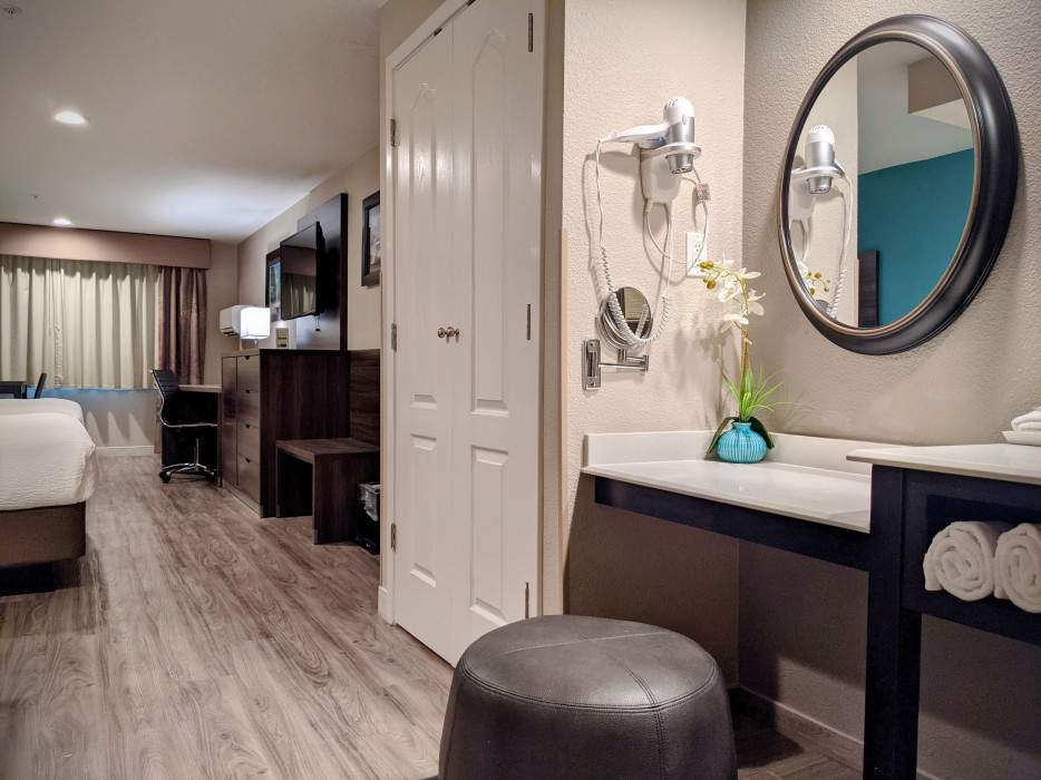 Yosemite Southgate - Makeup Counter and Stool in Every Room