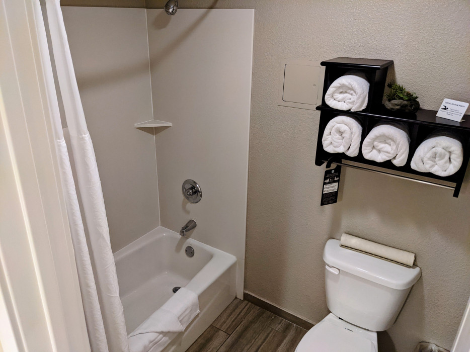 Yosemite Southgate - Modern Newly Remodeled Private Bathrooms