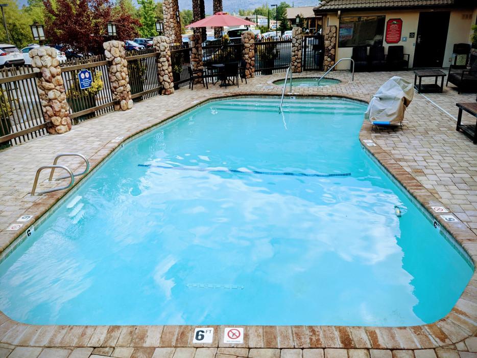 Yosemite Southgate - Seasonal Pool with Accessible Pool Lift