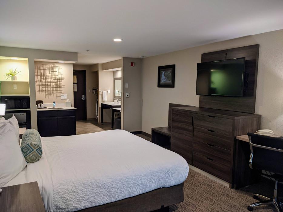 King Mini Suite Accessible