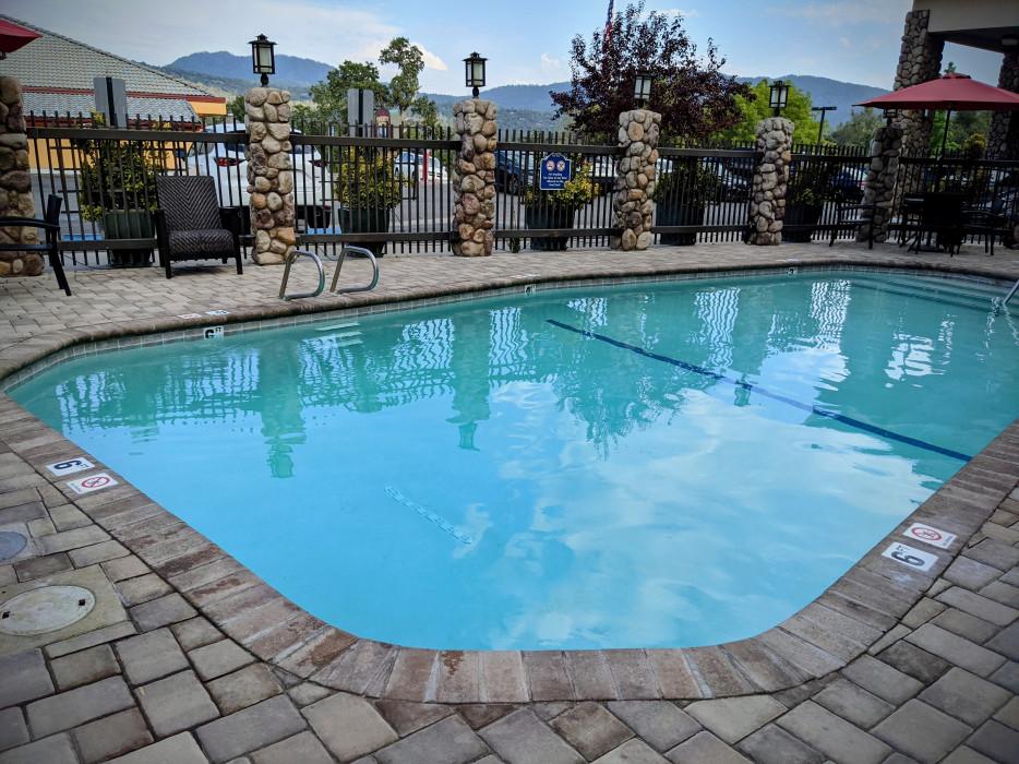 Yosemite Southgate - Take A Dip in Our Seasonal Outdoor Pool